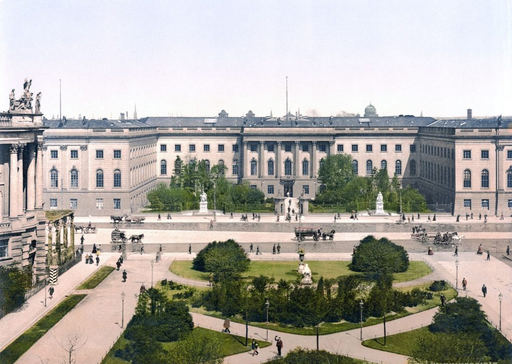 Erwerb der Originalurkunde des Gründungsstatuts der Universität von 1816