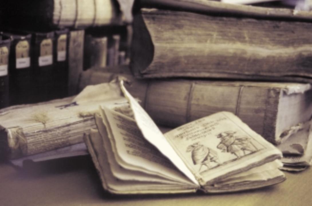 """""""Bücher in Not"""" – Restaurierung der historischen Arbeitsbibliothek der Brüder Grimm"""